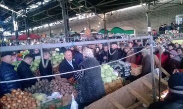 Игорь Додон посетил продовольственный рынок в Бельцах.