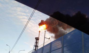 В Москве на нефтеперерабатывающем заводе загорелась установка крекинга
