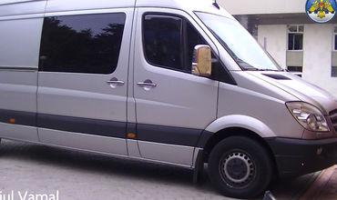 В микроавтобусе из Италии нашли контрабанду детской одежды (Фото)