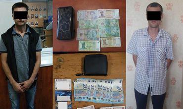 Украденные деньги были обнаружены полицейскими у преступников, а затем возвращены пострадавшим.