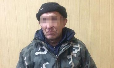 В Николаеве мужчина убил хозяина квартиры и жил с трупом в доме.