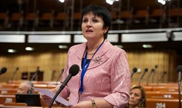 Депутат парламента РМ Анна Гуцу заявила, что люди, уезжающие в РФ на заработки, низкообразованные люди, без чувства собственного достоинства.