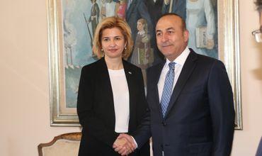 Башкан Гагаузии Ирина Влах и министр иностранных дел Турецкой Республики Мевлют Чавушоглу.