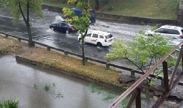 Столичная река Бык из-за удара стихии вышла из берегов