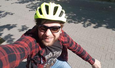 Депутат от блока ACUM приехал на работу на велосипеде