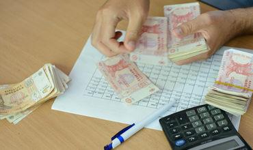 Первые бюджетники получат увеличенную зарплату за декабрь.