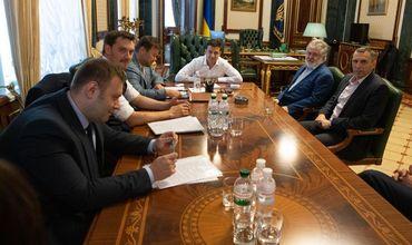 Зеленский обсудил с Коломойским вопросы энергетики и ведения бизнеса на Украине.