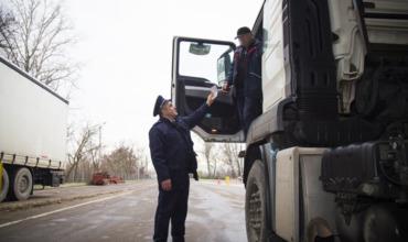Пограничники КПП Скулень выявили гражданина Молдовы с поддельными водительскими правами.