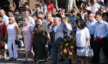 Тысячи бельчан прошли субботним утром по городу маршем памяти до Мемориала воинской славы.