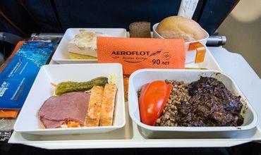 Питание в самолетах: отличие пищи в бизнес-классе от эконом