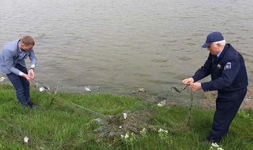Было поднято 5 рыболовных сетей, длиной более 250 метров.