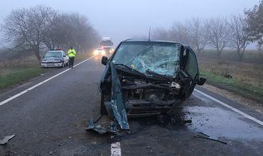Grav accident la Ștefan Vodă: Două mașini, făcute zob