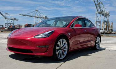 Электрокары Tesla научились диагностировать поломки и заказывать запчасти.