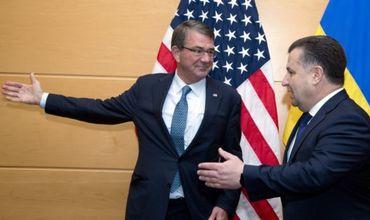 Главы оборонных ведомств США и Украины Эштон Картер и Степан Полторак.