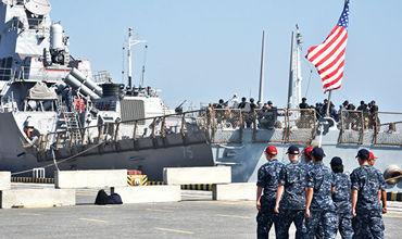 В завершении церемонии Украина наградила нескольких военных США, Молдовы.
