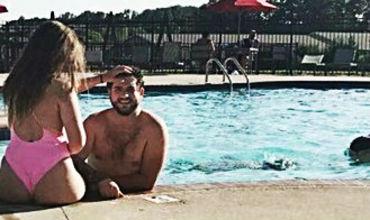 Американку выгнали из бассейна за слишком откровенный купальник