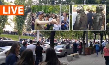 """ACUM проводит протест у здания правительства: """"Долой мафию!"""""""