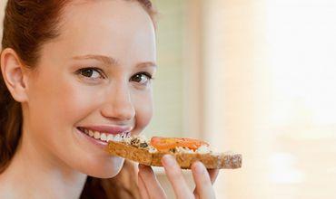 Цельные зерна ученые рекомендуют употреблять в форме сухих завтраком или хлебцов.