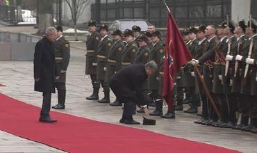 Порошенко вместе с президентом Австрии шел по красной дорожке.