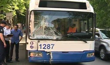 Серьезная авария произошла сегодня утром на перекрестке улиц Бодони и М.Дософтей.