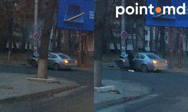 Автомобиль BMW въехал в столб в центре Кишинева