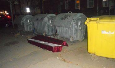 Выброшенный на помойку гроб напугал жителей  Кишинева.