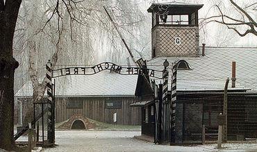 Престарелый охранник Освенцима пойдет под суд как несовершеннолетний.