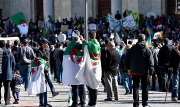 15 марта миллионы людей приняли участие в городах Алжира в массовых манифестациях против переноса выборов главы государства.