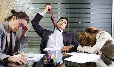 К стрессу ведёт отсутствие общения между работниками и начальством.