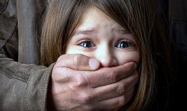 С 2014 года мужчина неоднократно пытался изнасиловать свою 12-летнюю дочь в то время, как никого не было дома.