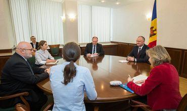 Додон обсудил с наблюдателями ОБСЕ напряженность в стране перед выборами.