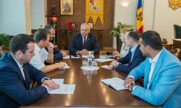 Додон провёл рабочее заседание со спикером и руководством парламентской фракции ПСРМ.