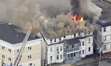 На данный момент полыхают сразу около 70 зданий, среди которых жилые многоэтажки и предприятия.