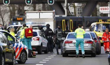 В Нидерландах открыли стрельбу по пассажирам трамвая.