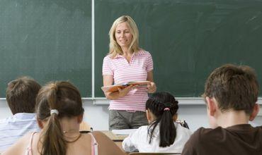 Новые зарплаты педагогов и профессорского корпуса будут установлены с 1 сентября.