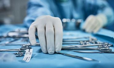 Команду молдавских врачей обвинили в имитации операции ребенку.