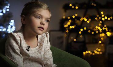 Девочка из детдома стала моделью и решила отдавать заработанное сиротам.