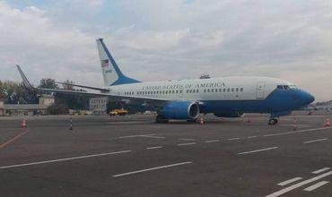 В Кишиневе приземлился самолет с американскими сенаторами