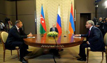 Президент России Владимир Путин, президент Азербайджана Ильхам Алиев и президент Армении Серж Саргсян.