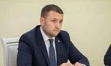 Депутат ДПМ покинул заседание комиссии по приватизации Air Moldova, узнав, что оно будет открытым