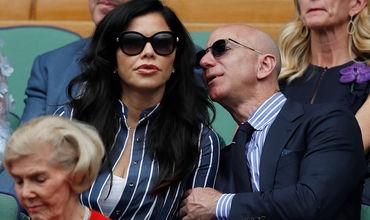 Глава Amazon Джефф Безос был замечен в компании телеведущей Лорен Санчез.