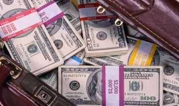 Ветер «украл» $20,5 тысяч из машины инкассаторов в США.