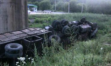 В Рыбнице перевернулся КамАЗ с металлоломом.