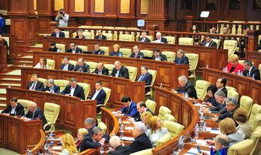 Кандидаты в парламентарии состязаются в невыполнимых обещаниях.