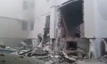 Предположительно, причиной взрыва стало скопление газа в подвале дома.