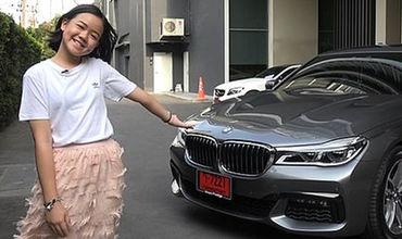 Бьюти-блогер Натанан Санунрат из Таиланда приобрела на свой 12-й день рождения автомобиль BMW стоимостью 150 тысяч британских фунтов.
