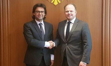 Министр Нику Попеску провел встречу с послом Канады в Республике Молдова Кевином Гамильтоном.