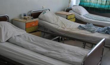 Прооперированную женщину оставили без присмотра в больнице (Видео)
