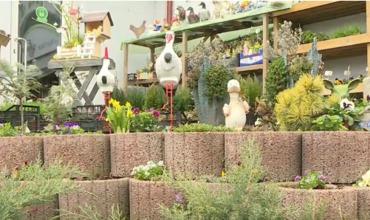 Продажи садовых украшений и цветов заметно выросли.