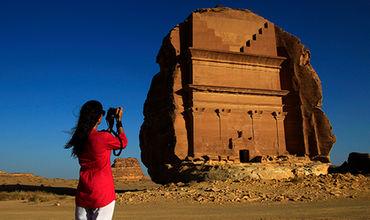 Женщины старше 25 лет смогут получить туристическую визу и посетить Саудовскую Аравию без сопровождения.